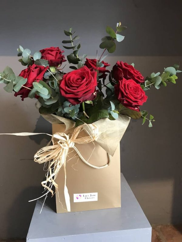 red roses bouquet delivery