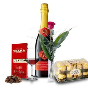 Send Gift basket Madagascar : Wine bottle, chocolate & flowers basket