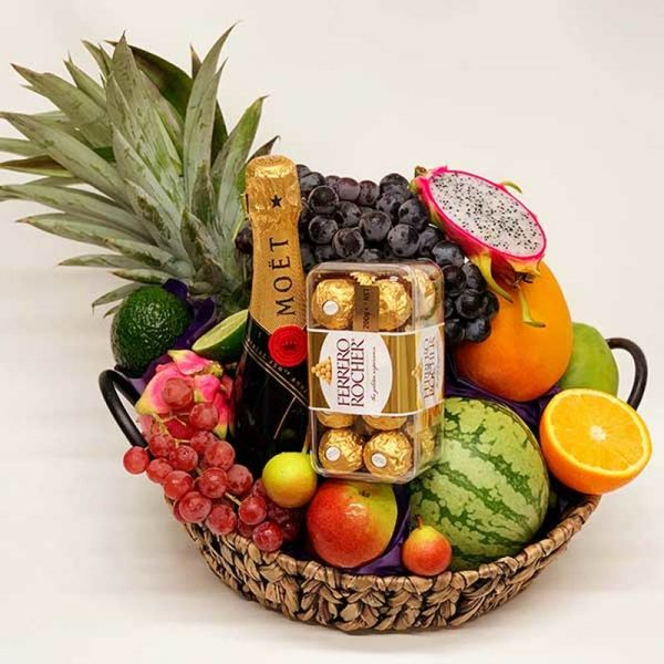 Luxury Gift Basket Moet Chandon champagne