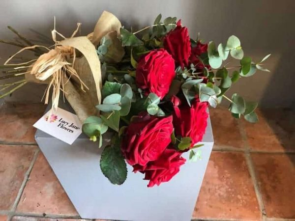 6 red roses bouquet delivery