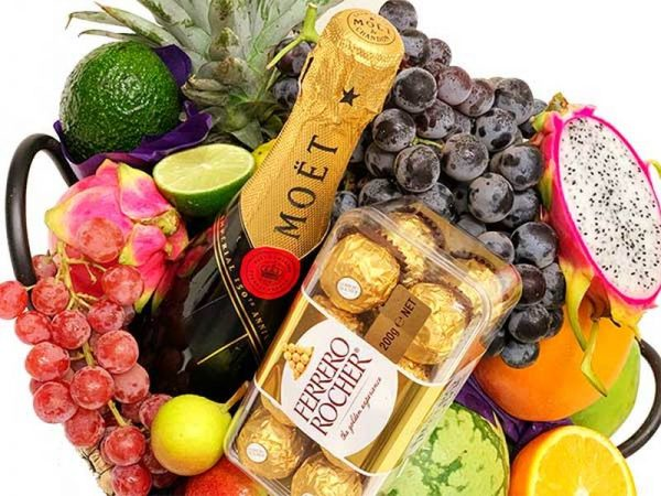 Luxury Gift Basket Moet Chandon champagne